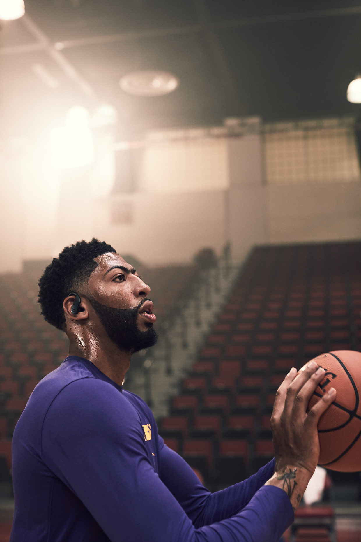 NBASEASON2_ANTHONYDAVIS_POWERBEATSPRO_BLACK_2030