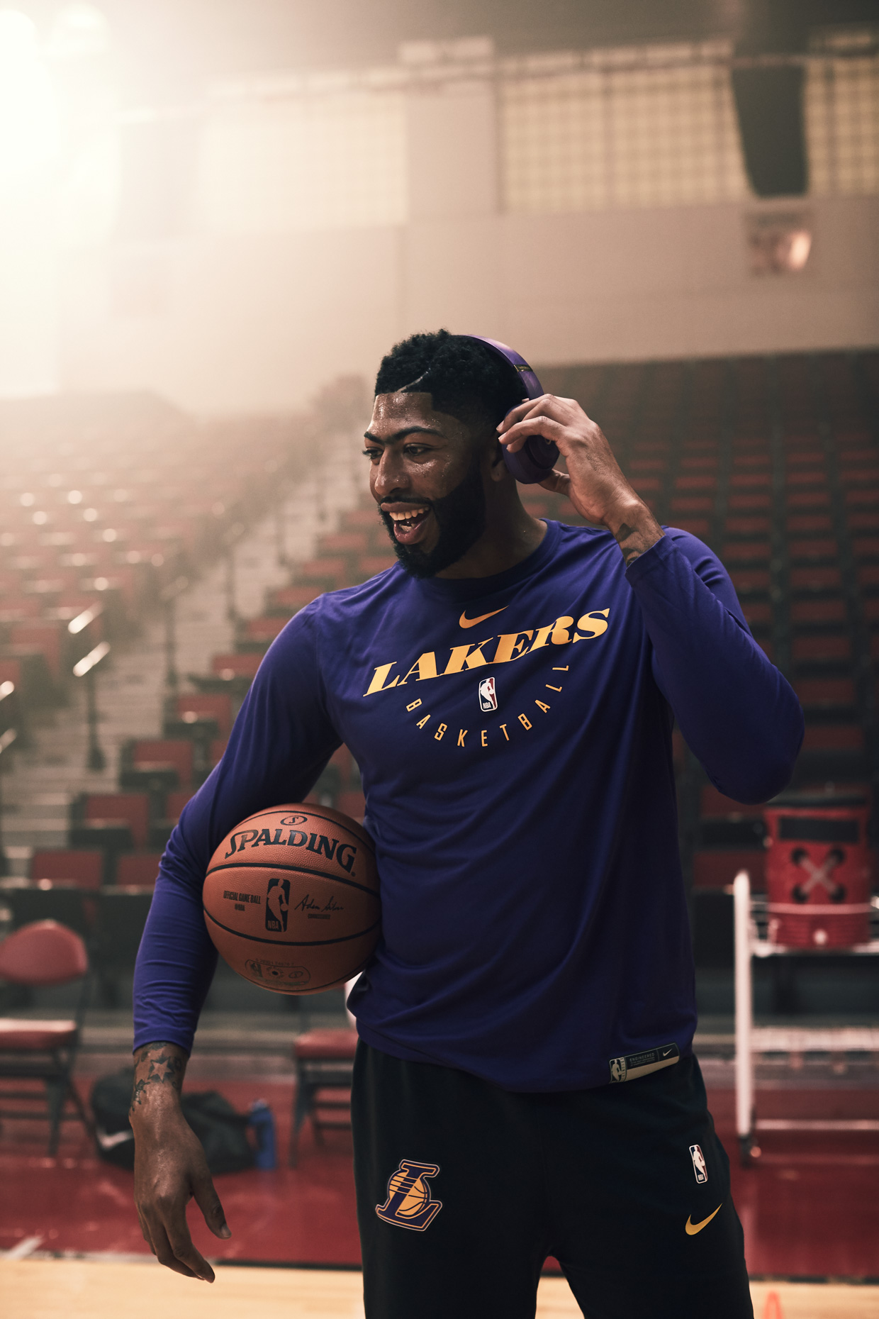 NBASEASON2_ANTHONYDAVIS_STUDIO3_LAKERS_1049